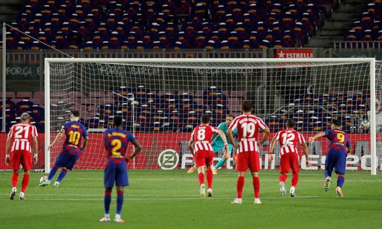 Lionel Messi llegó a 700 goles como profesional con este cobro a lo Panenka.