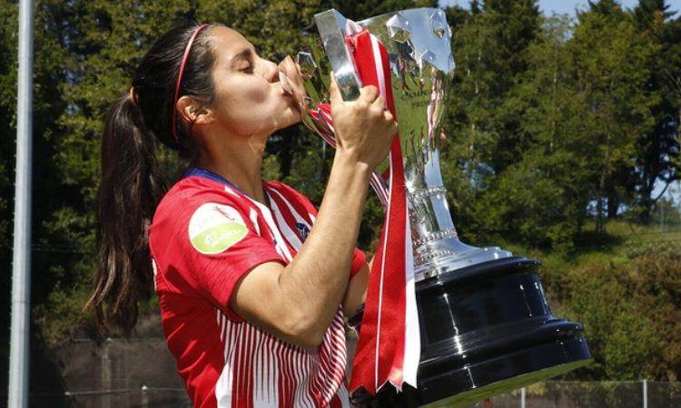 Kenti Robles ganó cuatro trofeos con el Atlético de Madrid y ahora jugará con el gran rival.
