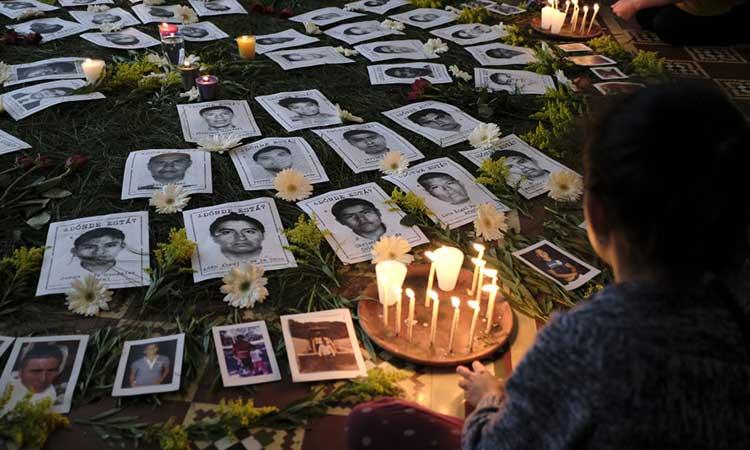Los familiares no dieron declaraciones antes de la reunión. Foto: Cuartoscuro/Archivo