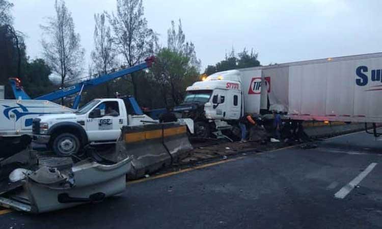 Tráiler choca en la autopista México-Querétaro