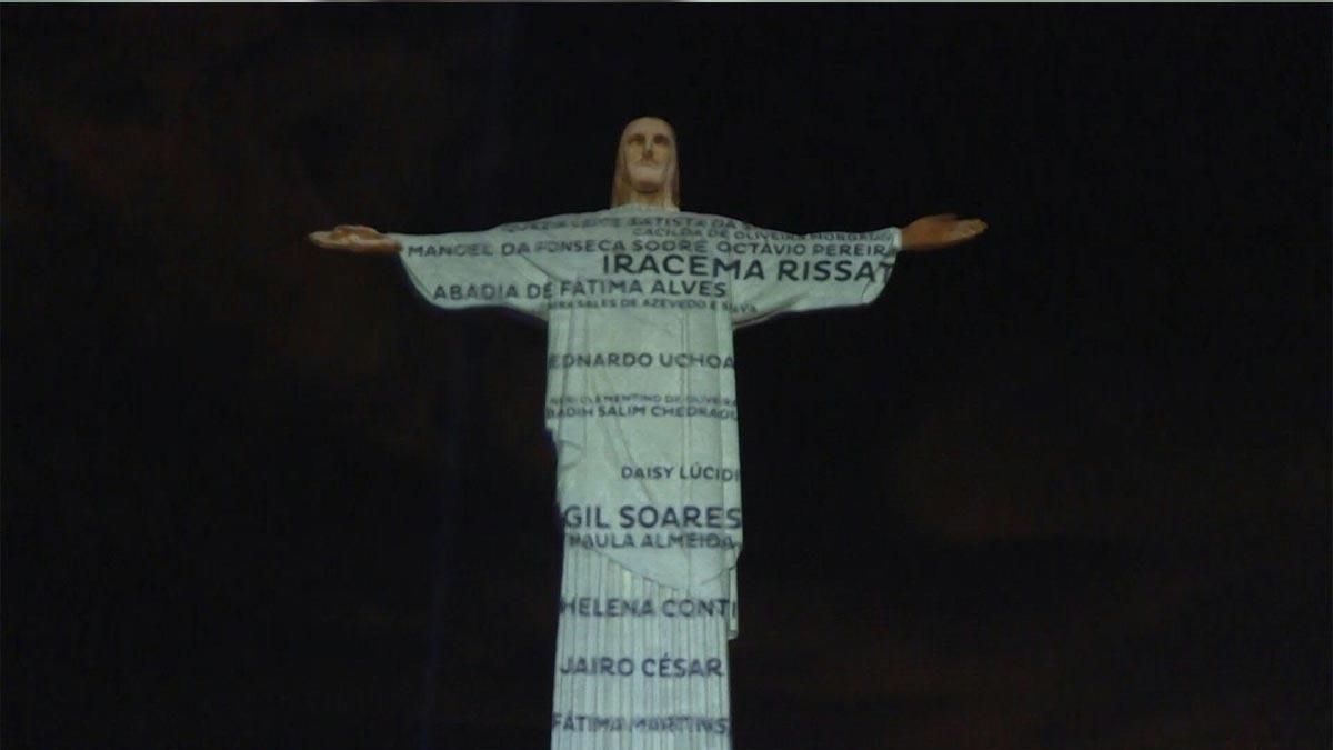 El Cristo Redentor de Brasil homenajea a víctimas de coronavirus