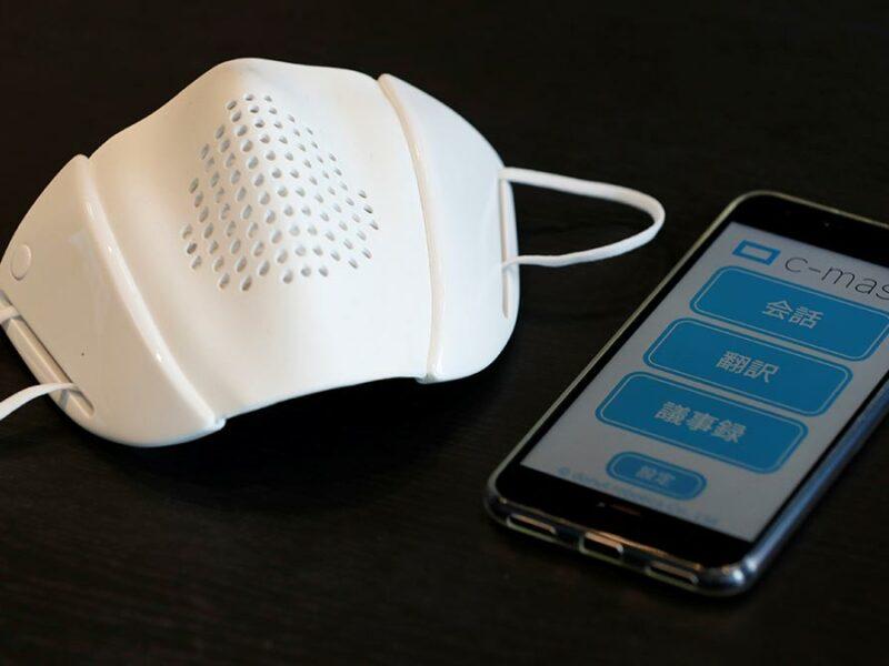 Crean cubrebocas inteligente que amplifica la voz y traduce ocho idiomas