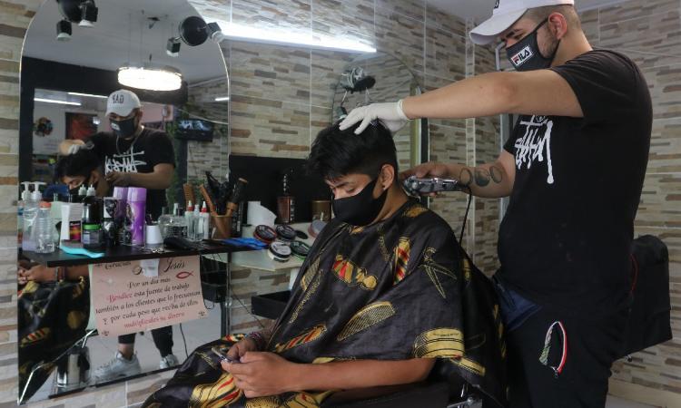 Estéticas, peluquerías y salones de belleza reabren en CDMX
