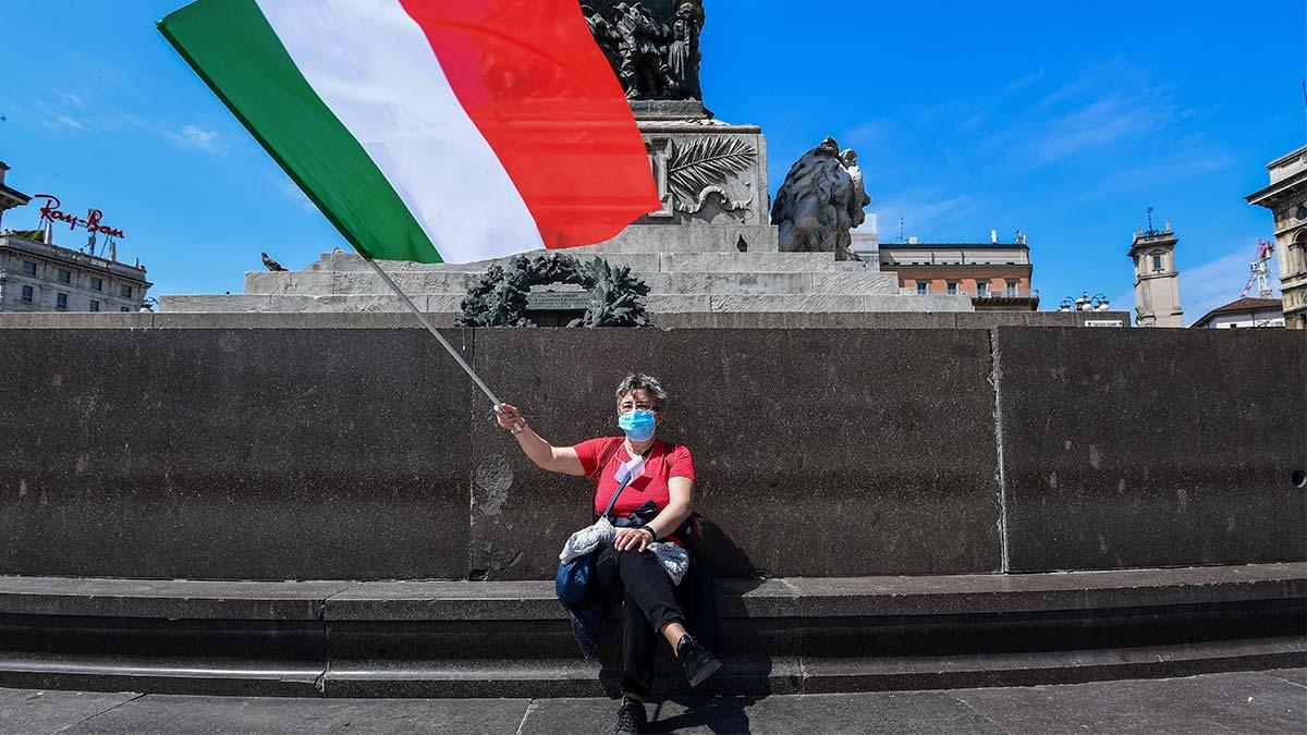 Italia: multan con más de mil dólares por no llevar cubrebocas