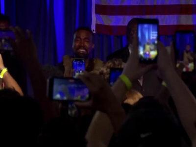 Kanye West rompe en llanto al recordar su pasado en primer acto de campaña