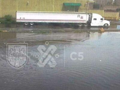 Lluvia en CDMX deja inundaciones y retraso en el Metro