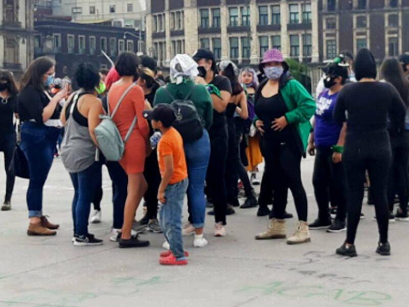 Marcha feminista: Sheinbaum dice que se respetan derechos, pero hay límites