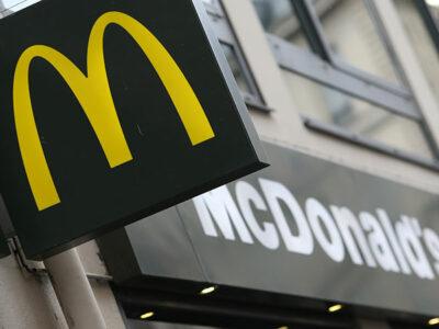 Ventas de McDonald's se desploman un 23.9%