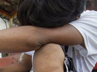 Mujer defiende a ñiño de presunto violador