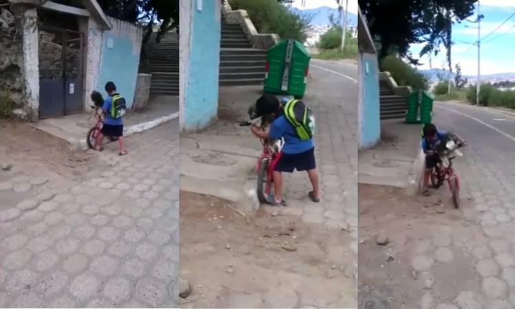 Niño de Ecuador pone cubrebocas a su perrito para ir al mandado
