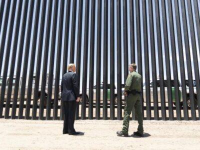 Donald Trump presume muro fronterizo previo a visita de AMLO