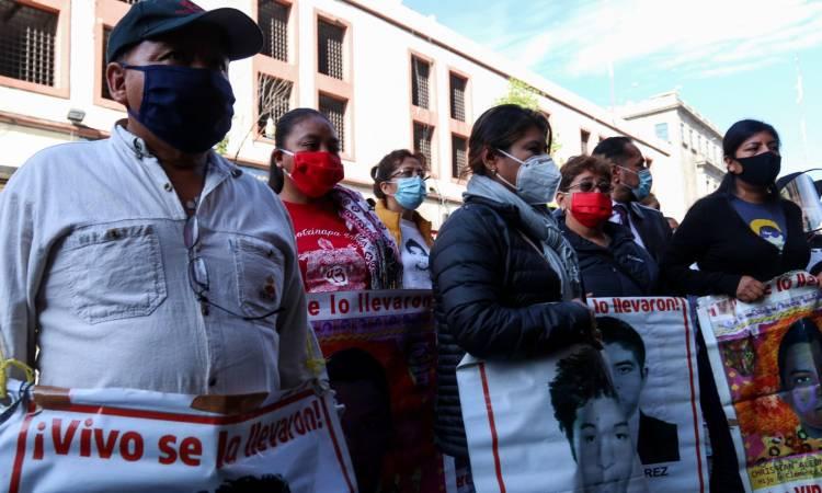 Papás de los 43 de Ayotzinapa confían en Gobierno tras reunión con AMLO
