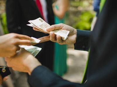 Préstamo a un familiar o amigo: ¿cómo dar dinero evitando una pelea?
