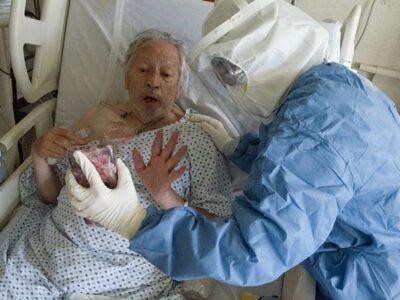 Pacientes realizan videollamadas