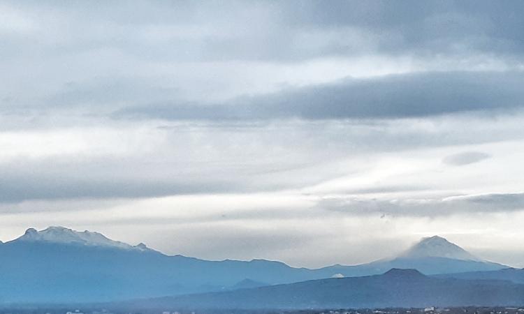 Popocatépetl e Iztaccíhuatl amanecen con nieve en pleno verano