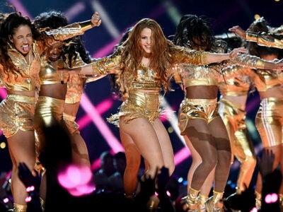 Shakira chamarra dorada super bowl