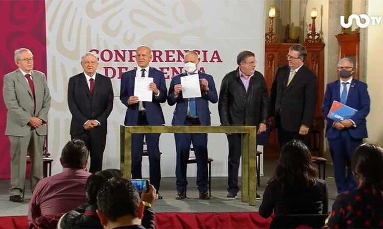 López Obrador recalcó que con este acuerdo, se acaba con el gran monopolio que tenían tres empresas.