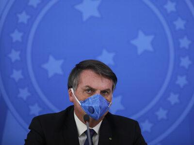 Bolsonaro anuncia que tiene COVID-19