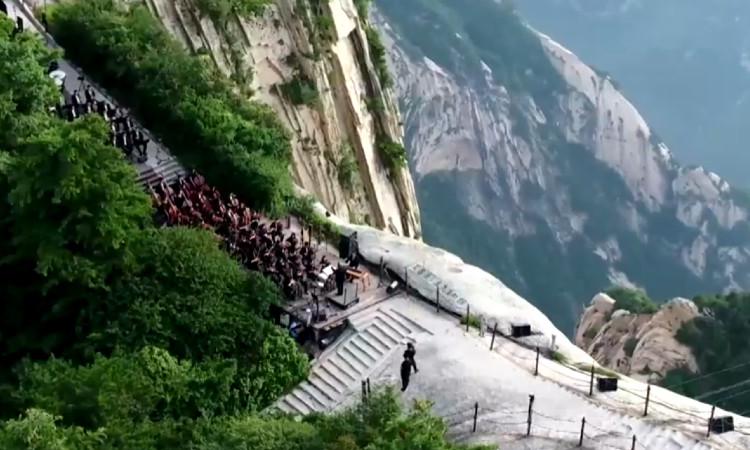 Realizan concierto desde el Monte Huashan en China