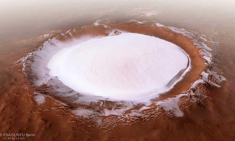 VIDEO: Cráter en Marte de hielo; así sería sobrevolarlo