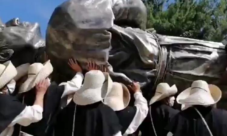 En Zacapoaxtla, Puebla; organizan desfile pese a brote de COVID-19