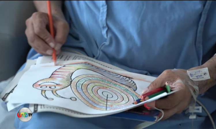 Pacientes COVID-19 dibujan antes de ser dados de alta