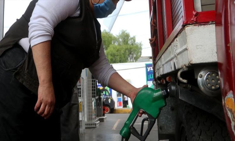 Las ciudades que venden la gasolina más cara en México son Guaymas y Coatzacoalcos