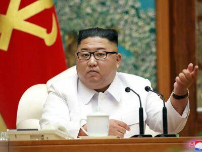 El líder norcoreano Kim Jong Un lamentó que pese a las estrictas medidas de cuarentena, el coronavirus entró al país.