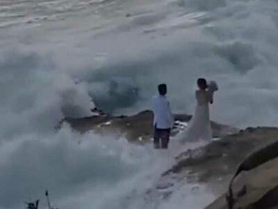 La pareja fue auxiliada por el Departamento de Bomberos de Laguna Beach.