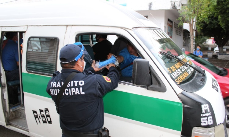 En Chiapas, policías vigilan que gente use cubrebocas en Tuxtla Gutiérrez