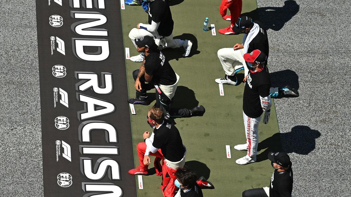 Pilotos de la Fórmula 1 se arrodilla contra el racismo.