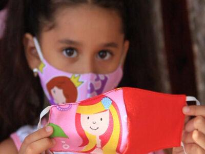 En Yucatán niña se convierte en emprendedora con estos cubrebocas