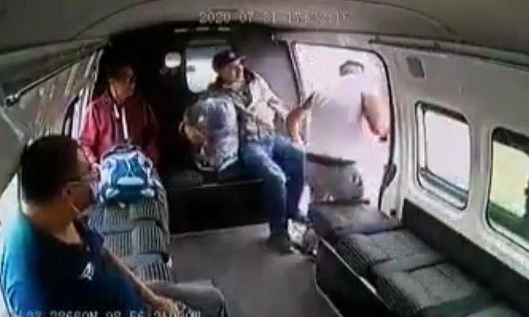 Edomex: pasajeros frustran asalto en combi y dan golpiza a ladrón ...