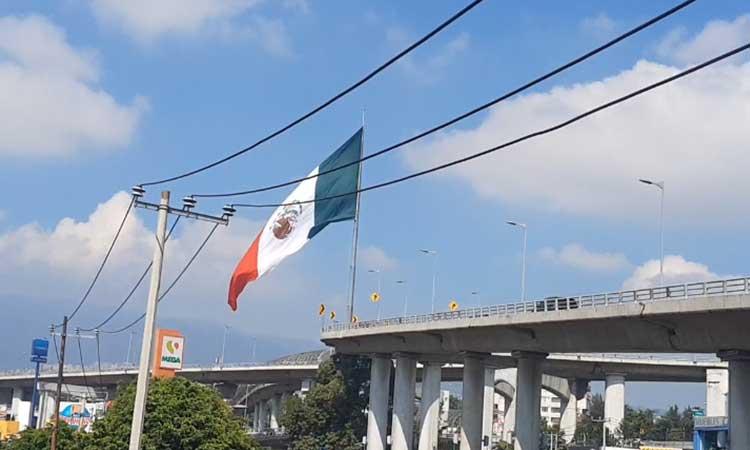 Bandera De México Fue Izada Al Revés En Glorieta De San Jerónimo Uno Tv