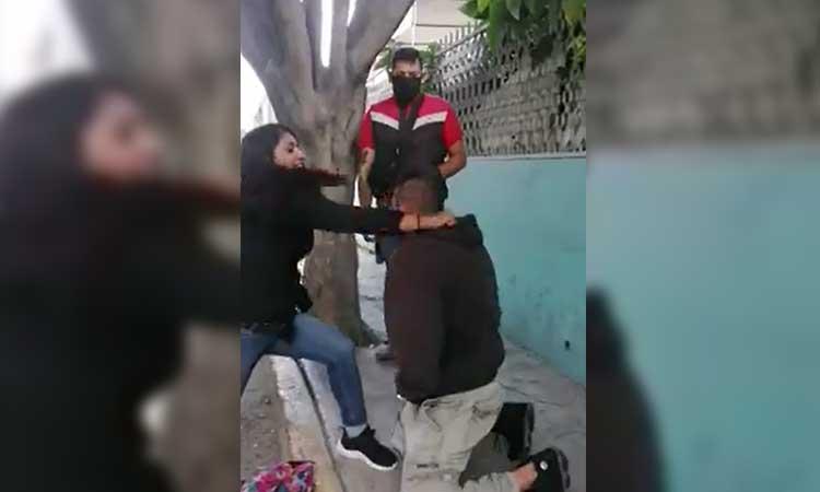Edomex: mujer abofetea a ladrón tras robar su celular en Ecatepec