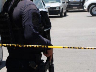 En León, sujetos armados atacan a policías; muere uno