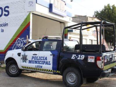 Guanajuato: cesan a 2 policías por presunto abuso a Evelyn en León