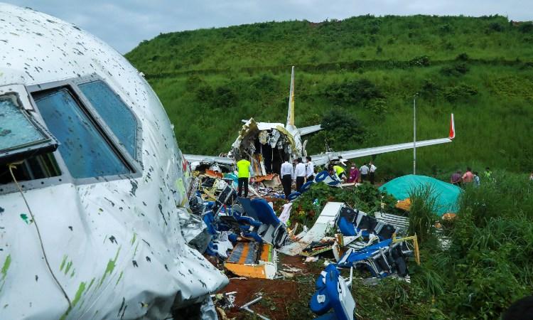 India: Sube a 18 el número de muertos en accidente de avión