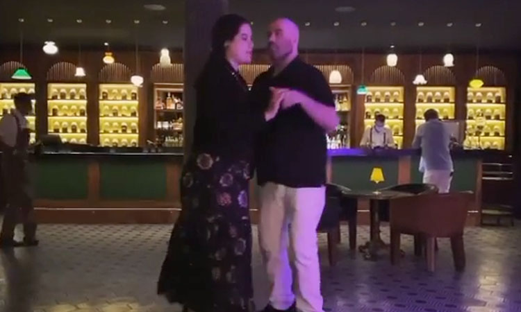 John Travolta homenaje esposa