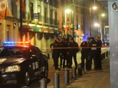 A través de un video en redes sociales se denunció a un par de policías de Tlaquepaque, Jalisco, robaron un billete a un trabajador que estaba sentado en una banqueta, durante una revisión de rutina.