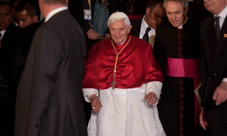 """Vaticano: salud de Benedicto XVI """"no es especialmente preocupante"""""""