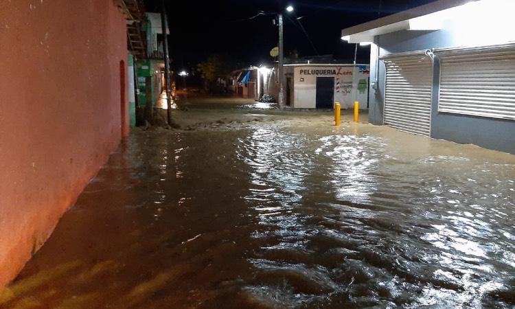 En Veracruz, rio de Coyutla se desborda y deja inundaciones - Uno TV