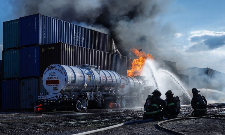 Querétaro: se incendian pipas con gasolina