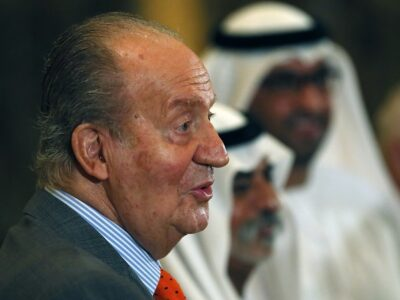 España: Juan Carlos I llega a Emiratos Árabes, es criticado
