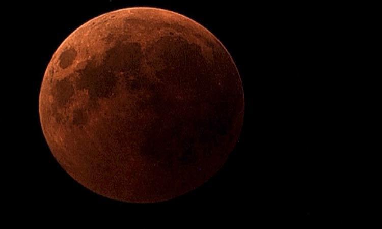 Luna rojiza en Argentina se debe a incendios forestales