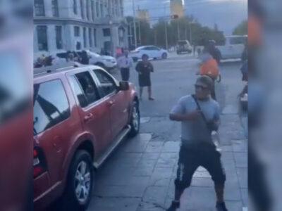 """""""La Chona"""", chilangos armaban baile en semáforo"""
