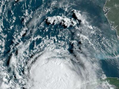 Laura se intensifica a huracán en el Golfo de México; ve su trayectoria