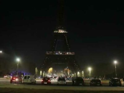 París hizo un homenaje a las decenas de víctimas, con este apagón simbólico.