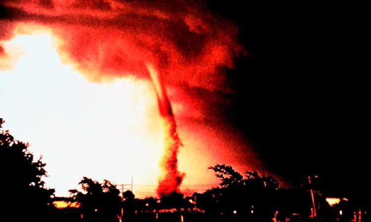 que son los tornados de fuego california