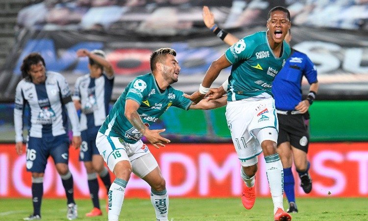 Yairo Moreno en la celebración de su gol.